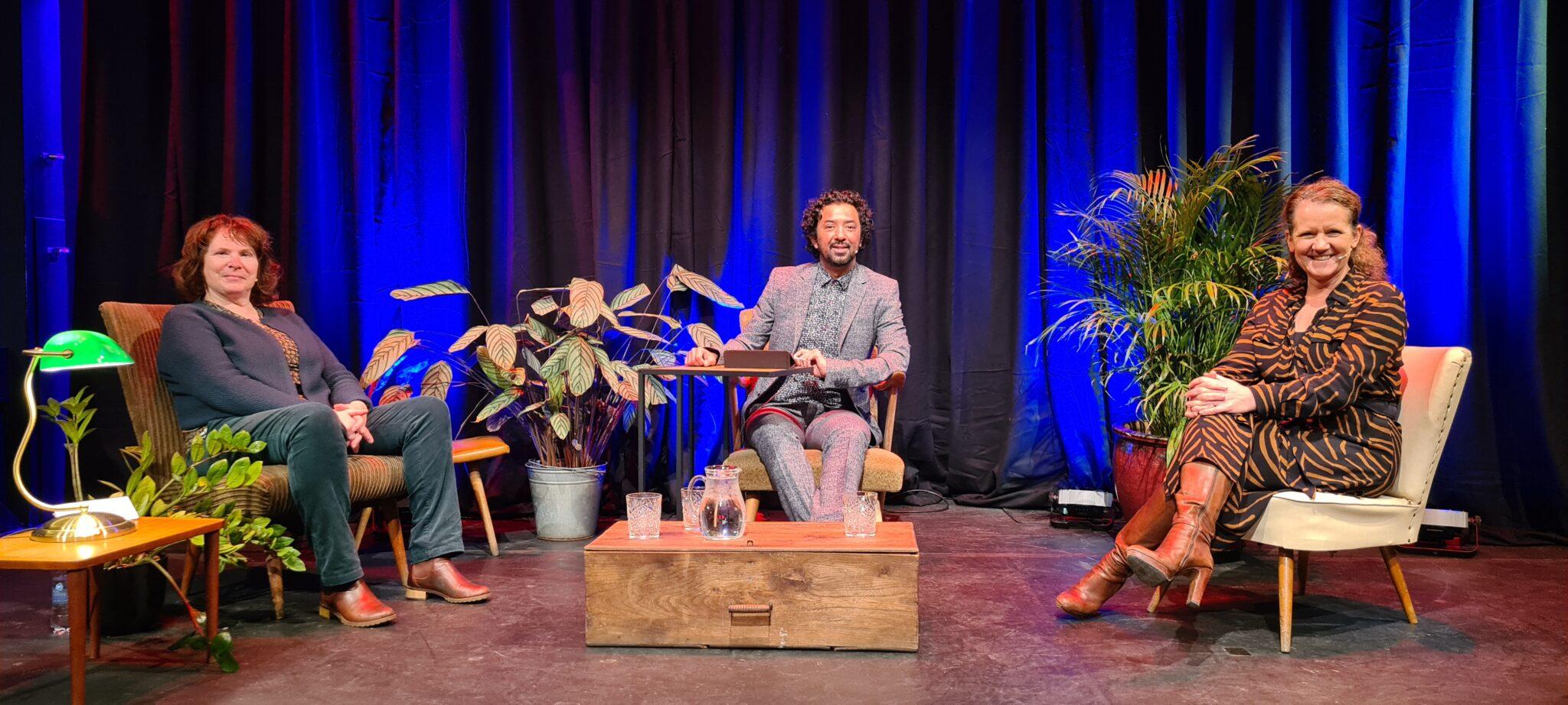 Saskia Maas, Willie Snijder en Jorgen Tjon in gesprek met elkaar
